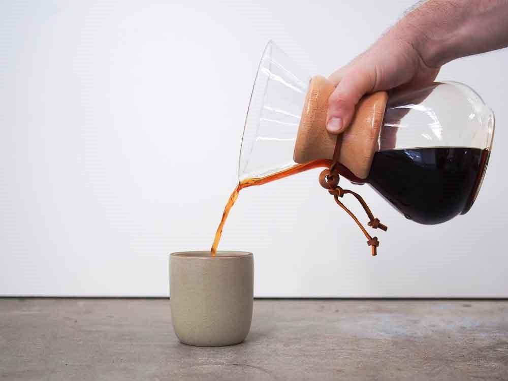 مرحله هفتم طرز تهیه ی قهوه با فیلتر کمکس